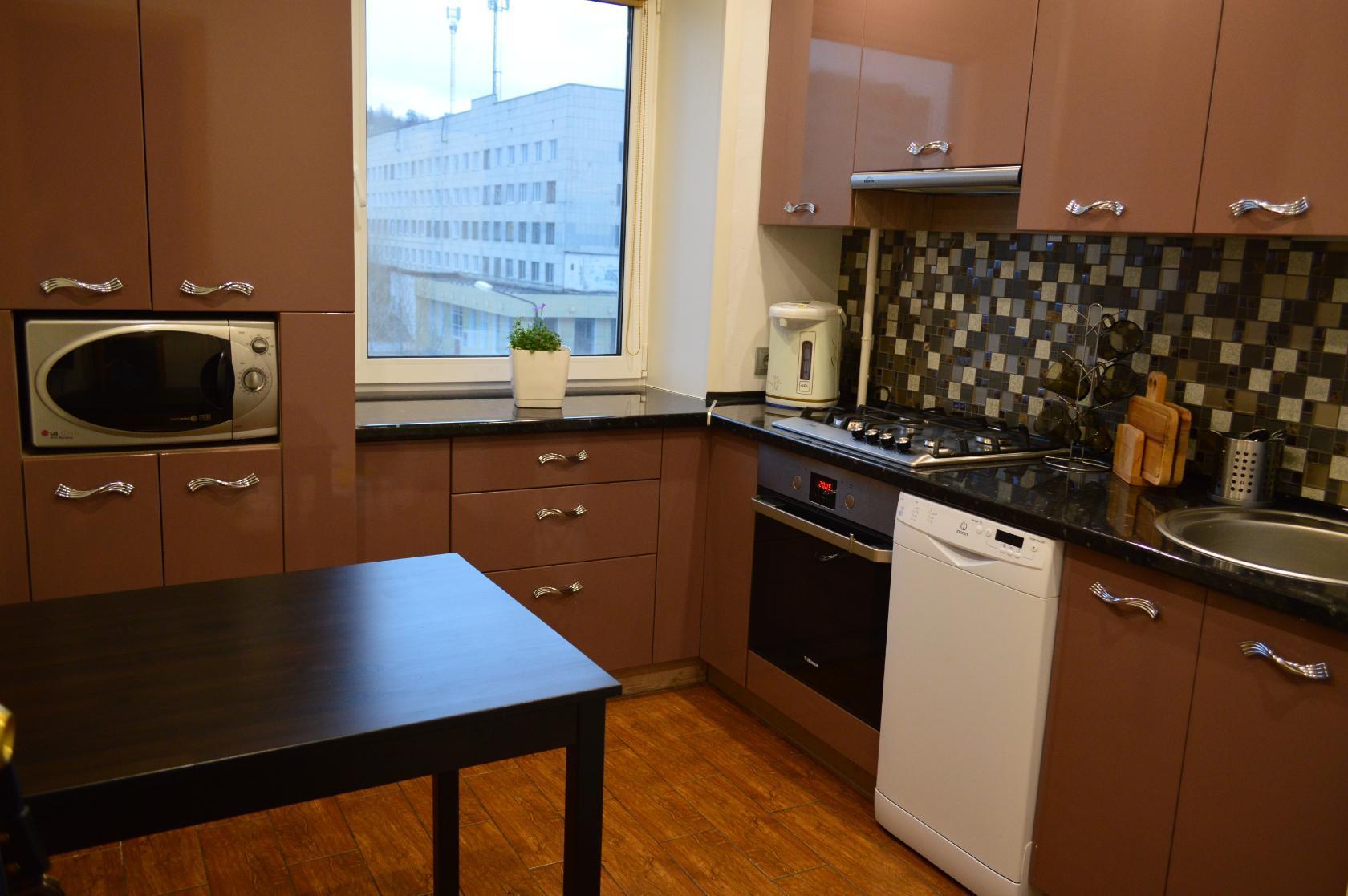 Фото кухонных гарнитуров фабрики «Стильные кухни»