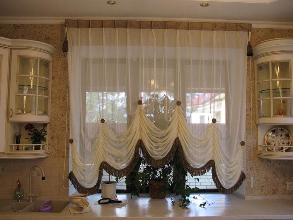 Шторы на кухню 147 фото тонкости выбора гардин для оформления окон Как выбрать занавески Дизайн штор