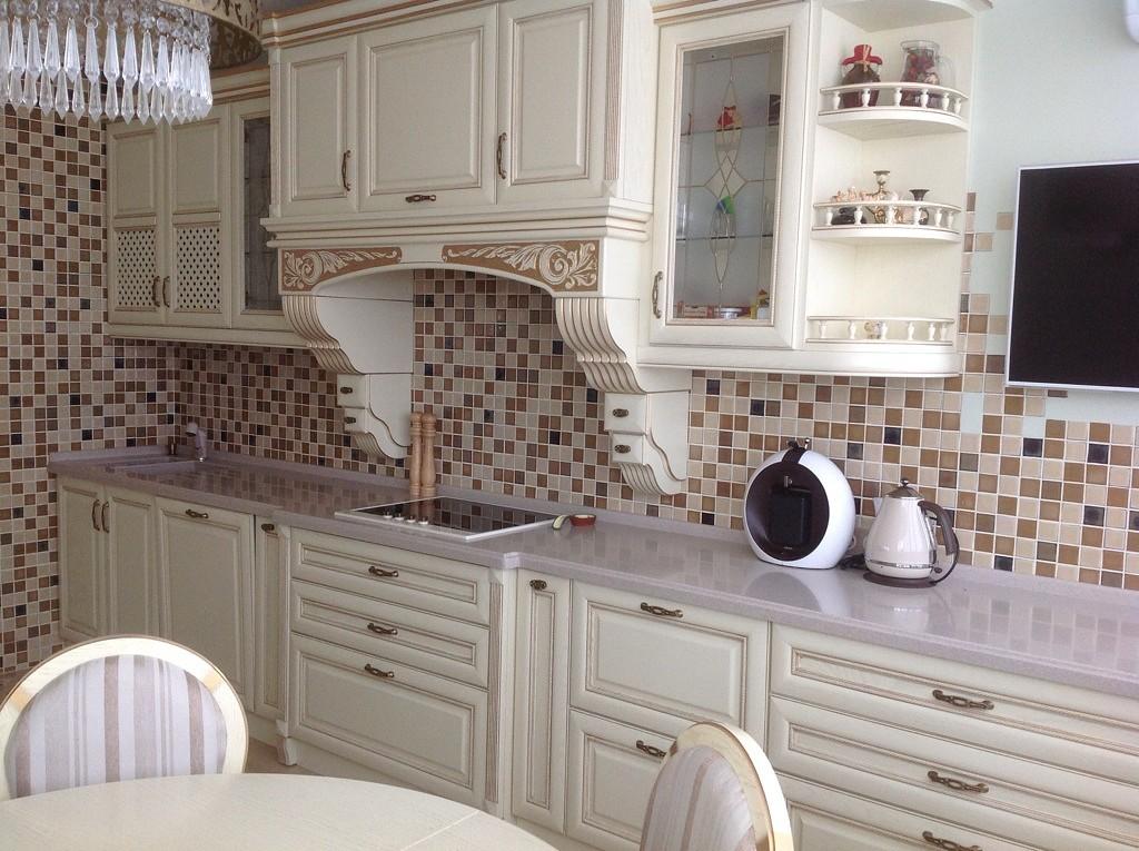 Фартук над плитой на кухне