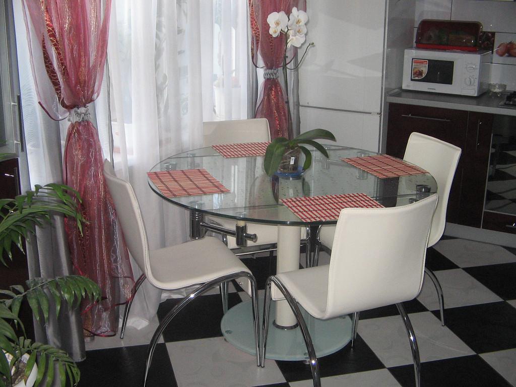 Белый стол 55 фото классические квадратные и длинные модели лакированных столиков глянец классики или современные варианты в интерьере