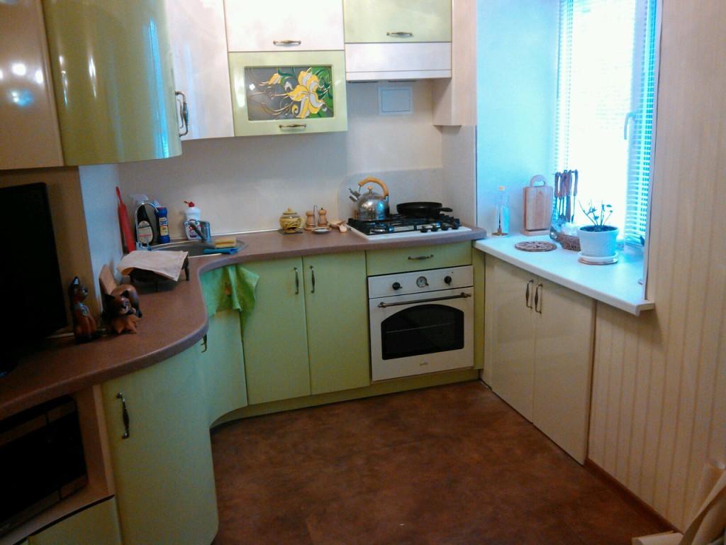 Интерьер кухни 6 метров с колонкой