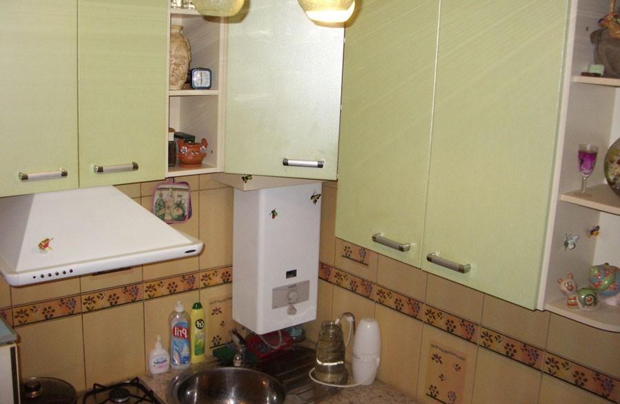 Кухня своими руками фото в хрущевке с холодильником 65