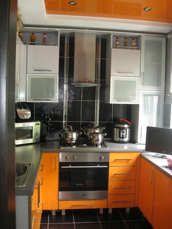 Кухни дизайн фото 6 метров газовая колонка